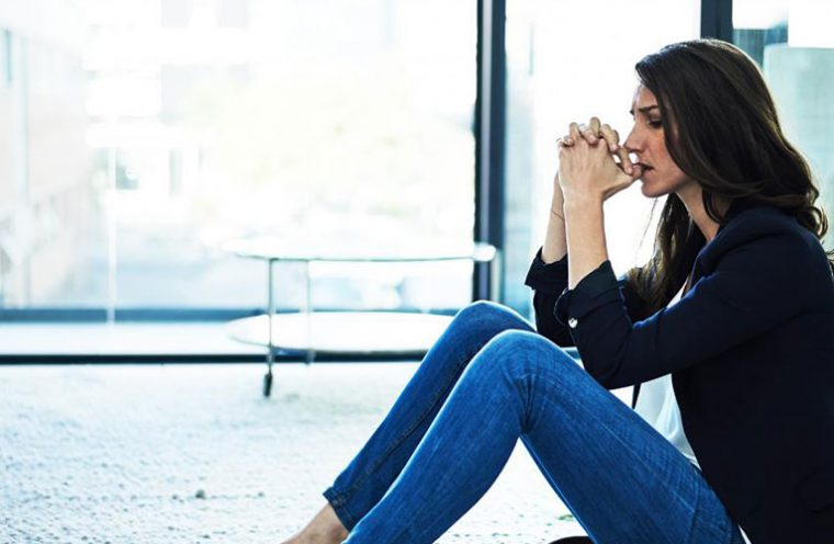 anxious woman before receiving anxiety therapy in toronto